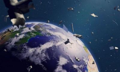 Bolsa de Basura flotando en el espacio