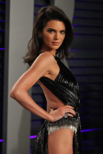 Kendall Jenner y su revelador vestido en la fiesta de Vanity Fair kendall-jenner-3-333x500