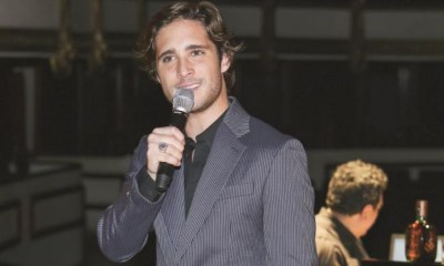 Diego Boneta interpretó 'Shallow'