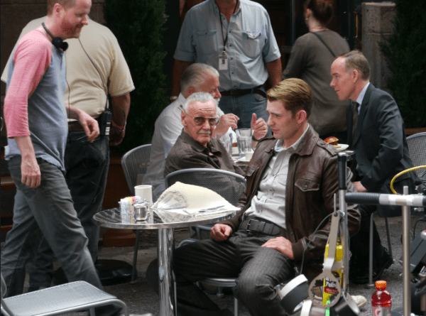 La foto de Stan Lee en el set de la primera cinta de Avengers te hará llorar Captura-de-pantalla-2019-04-25-a-las-8.47.24-p.m.-600x445