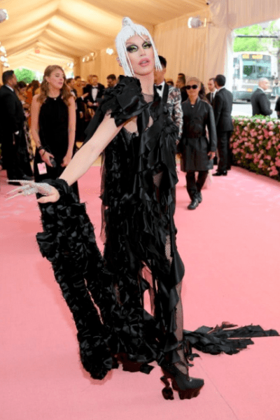 La moda llegó a Nueva York con los outfit de la 'Met Gala 2019' Captura-de-pantalla-2019-05-06-a-las-19.17.36