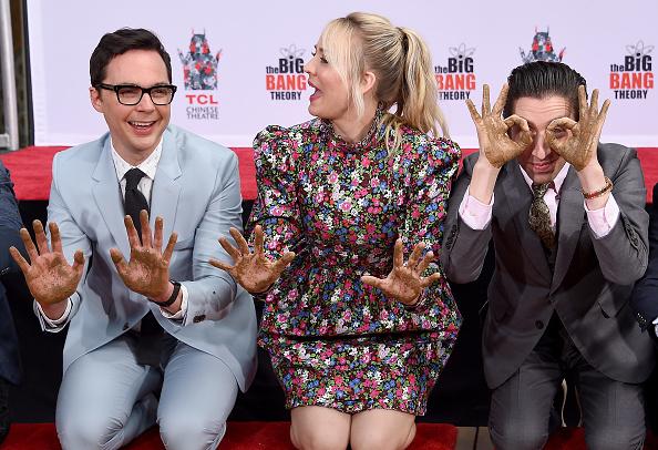 'The Big Bang Theory' dejó sus huellas en el piso de Hollywood gettyimages-1140599177-594x594