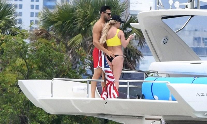 Britney Spears y su novio recrearon escena de 'Titanic' en sus vacaciones Britney-Spears-y-su-novio-recrearon-escena-de-Titanic-4