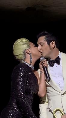 Lady Gaga besó a hombre casado y fue criticada en redes sociales D9iH9YZWsAAiZKz-281x500