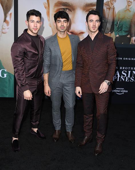 'Jonas Brothers' celebran en grande la premiere de 'Chasing Happiness' gettyimages-1153565299-594x594
