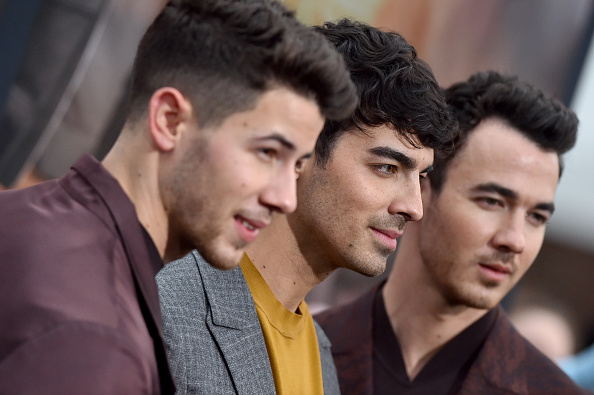 'Jonas Brothers' celebran en grande la premiere de 'Chasing Happiness' gettyimages-1153588806-594x594