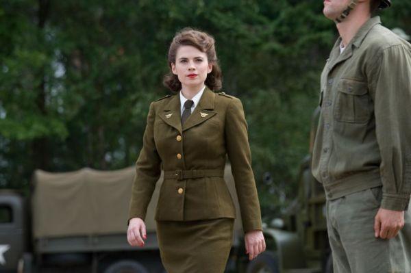 ¿Qué opina Peggy Carter de que Captain America besó a su sobrina? AgentCarter-600x399