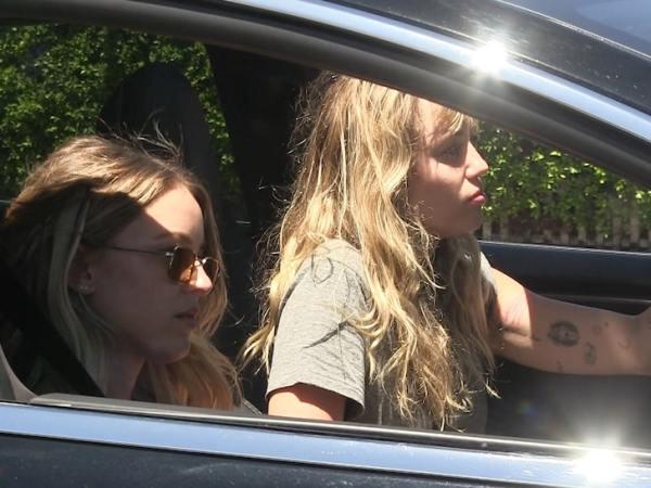 La nueva relación de Miley Cyrus va muy en serio LA-Miley-Cyrus-Kaitlynn-Carter--600x450