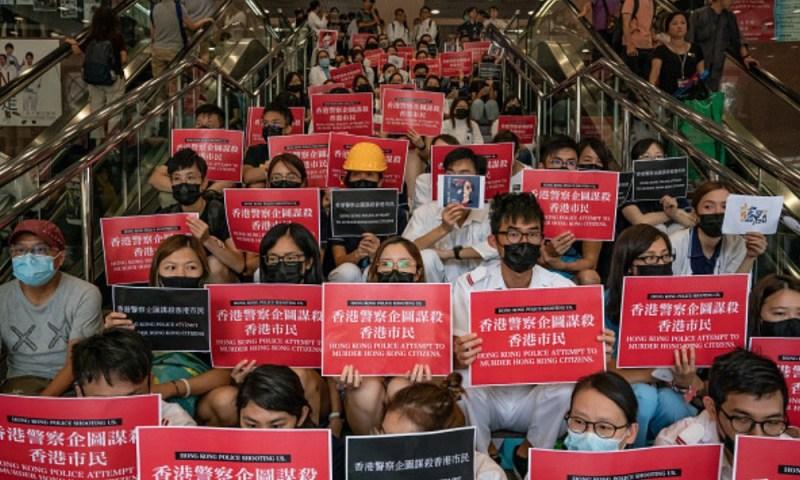 Heroína en la vida real: Protagonista de 'Mulan' hace justicia en Hong Kong dise%C3%B1o-553