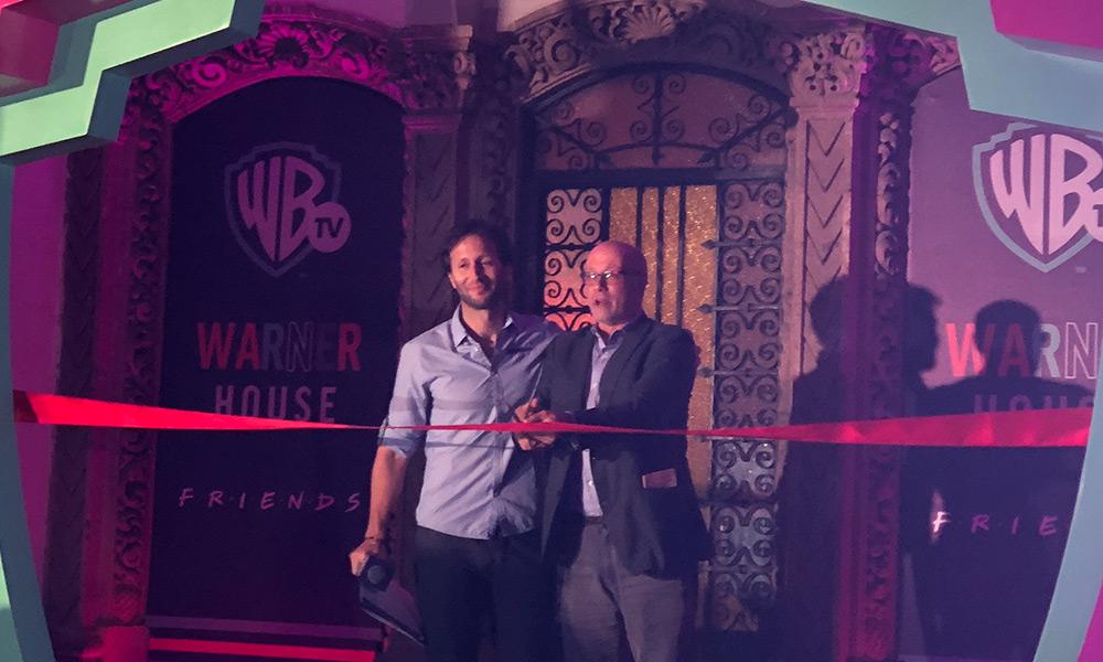 El Central Perk y la fuente de 'Friends' ya se encuentran en la Ciudad de México Warner-House