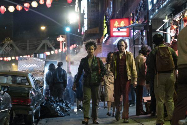 Nuevas fotos de 'Joker' revelan si habrá o no cameo de Jack Nicholson joker-joaquin-phoenix-zazie-beets-600x400