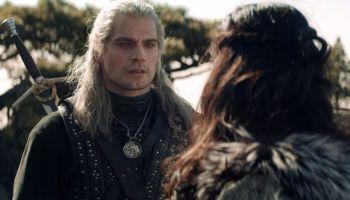 La espada de Geralt y Renfri tienen conexión