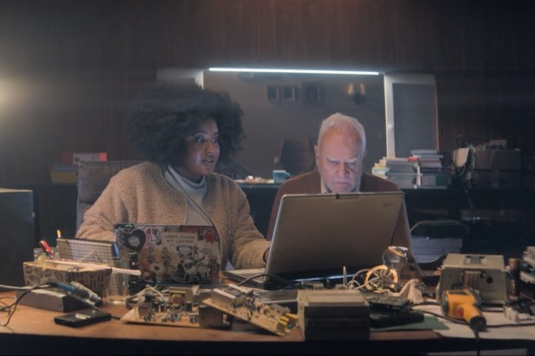 ¿Nuevos Ghostbusters? Revelan imágenes de 'Truth Seekers' con Simon Pegg y Nick Frost truth-seekers-susan-wokoma-malcolm-mcdowell-600x400-1
