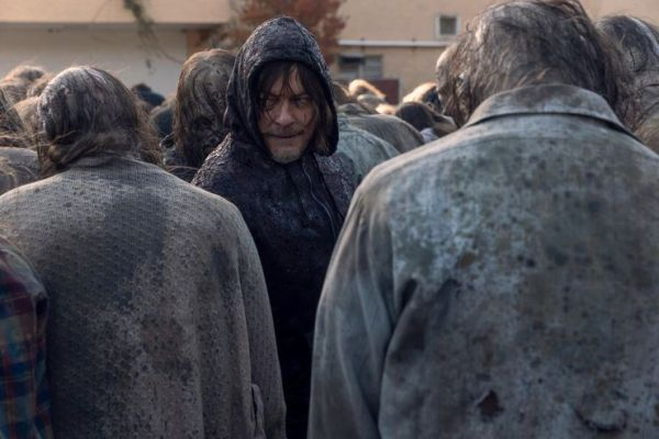 ¡'The Whisperer War' está por terminar! Revelan nuevas imágenes de la temporada 10 de 'The Walking Dead' daryl-with-the-whisperes-in-the-walking-dead-season-10-600x400
