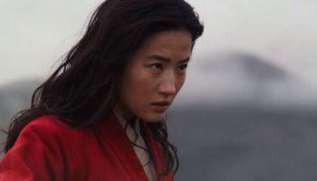 destruyen póster de 'Mulan' en protesta