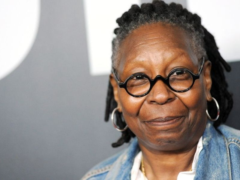 Whoopi Goldberg pidió a Disney homenaje a Chadwick Boseman