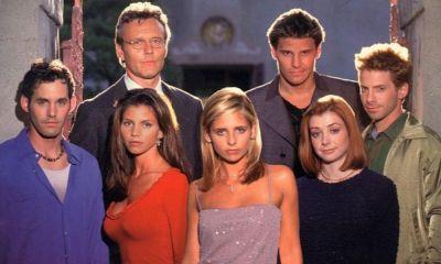 Actriz de Buffy the Vampire Slayer usa la utilería