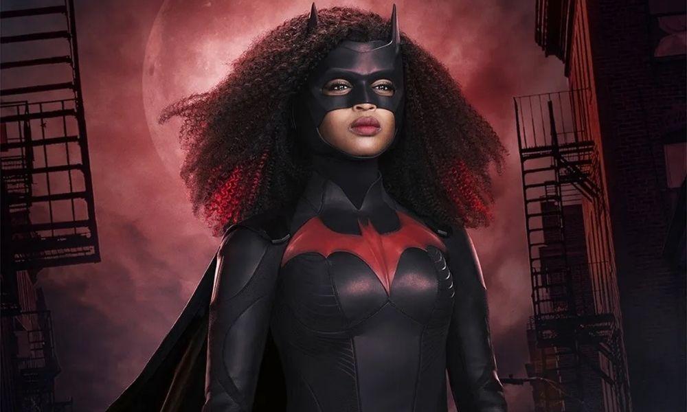 Javicia Leslie con traje de Batwoman