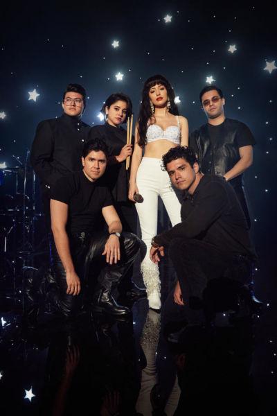 ¡Como la flor! Netflix revela la fecha de estreno de 'Selena: La Serie' preview6