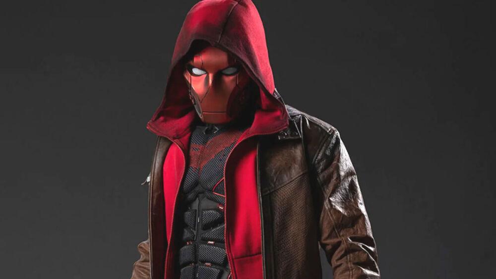De forma diferente a los cómics, Jason Todd se convertiría en Red Hood en 'Titans 3'