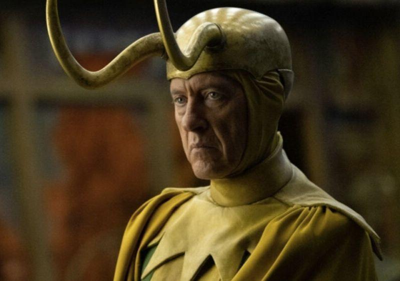 Owen Wilson aconseja a Richard E Grant en Loki