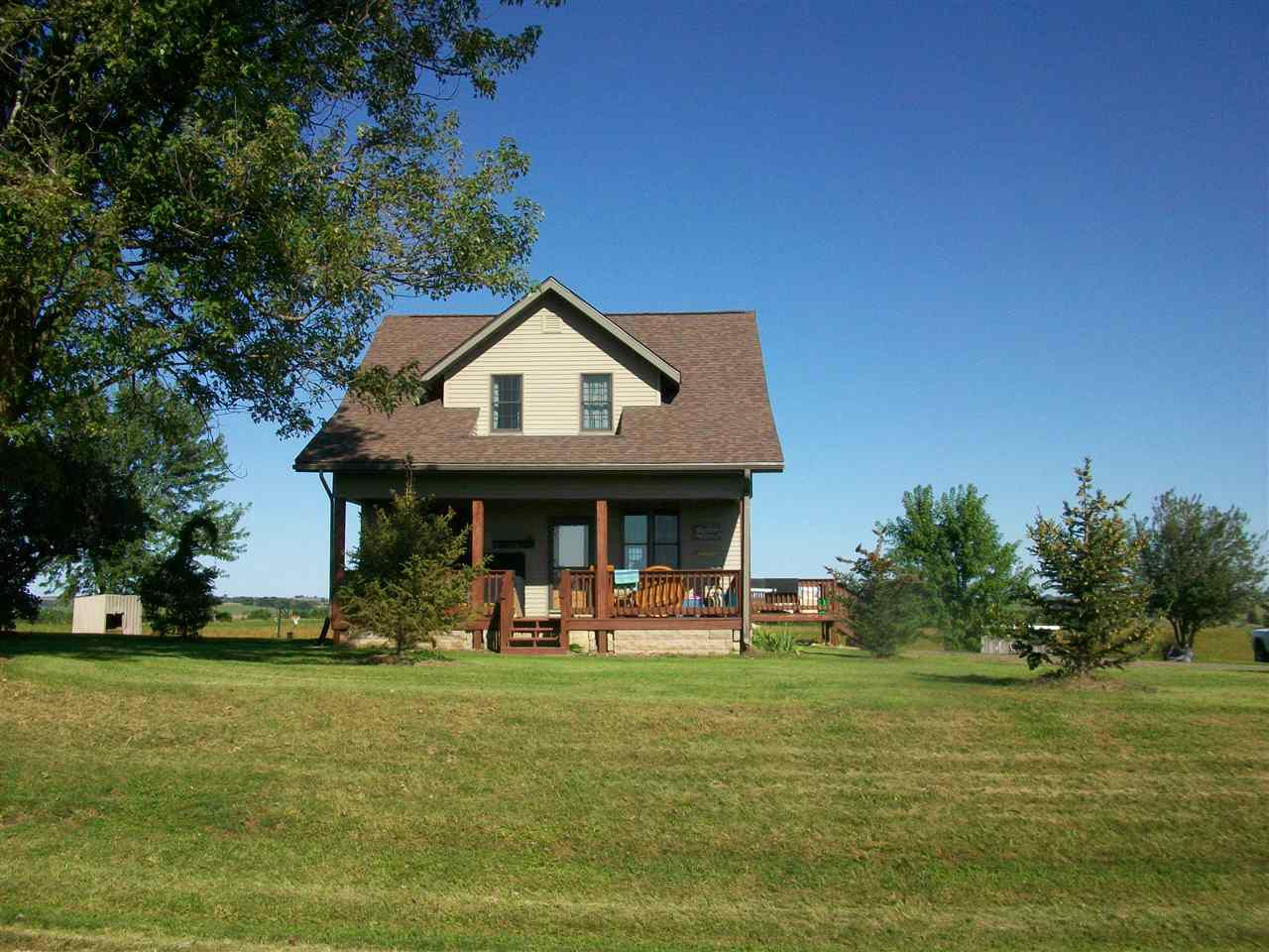 This a beautiful Farmette just minutes from Mineral Point with fantastic views and a great old barn. Priced to sell. The house has a new roof, new septic,  new well pump, and part of the barn roof has been replaced.