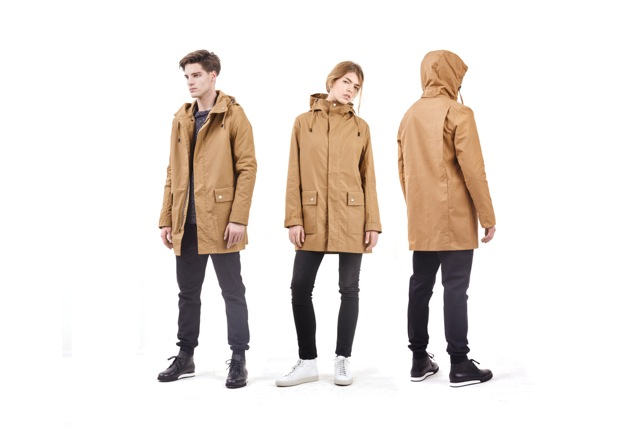 Camelfarbener All Weather Coat, Preisträger des Bundespreis Ecodesign 2016 in der Kategorie Produkt.