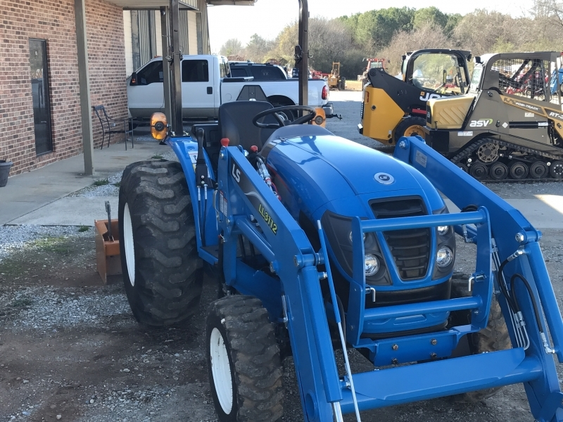 2017 Ls Tractor Xg3140H Tractor, Loader, Box, Cutter And Trailer