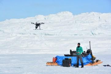 Adam Garbo flying the DJI S800 UAV in Iqaluit (M. St-Amant)