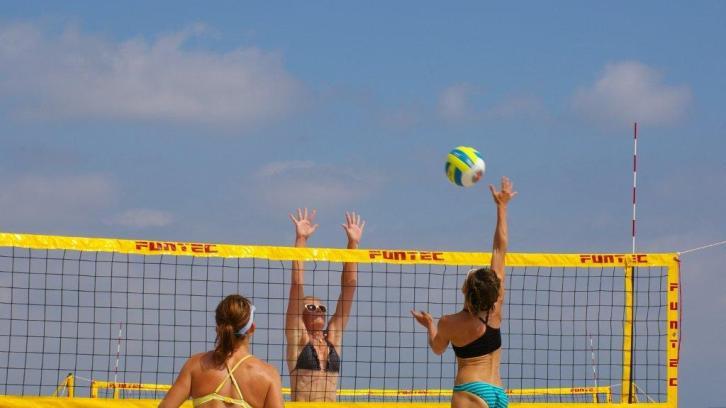 "Die Lust am ""Baggern"" – Beachvolleyball aus Leidenschaft"