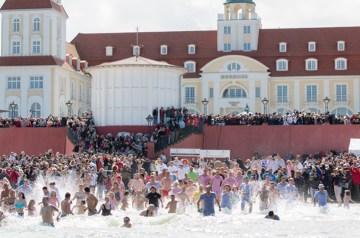Eröffnung der Badesaison: aBINZ Wasser