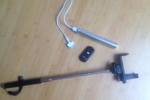 Selfiestick und Reservebatterie