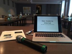 Zwar stimmlos - aber trotz Konferenztechnik trotzdem in der Lage zu reden