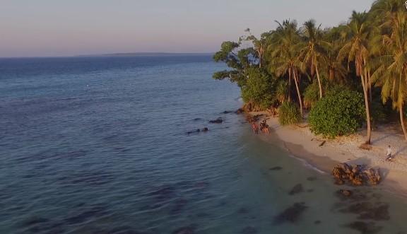 Pantai Tanjung Gelam karimun jawa