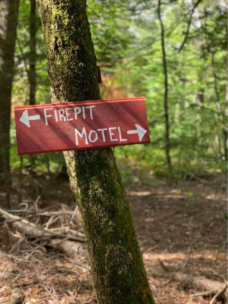 trail sign to fire pit and motel