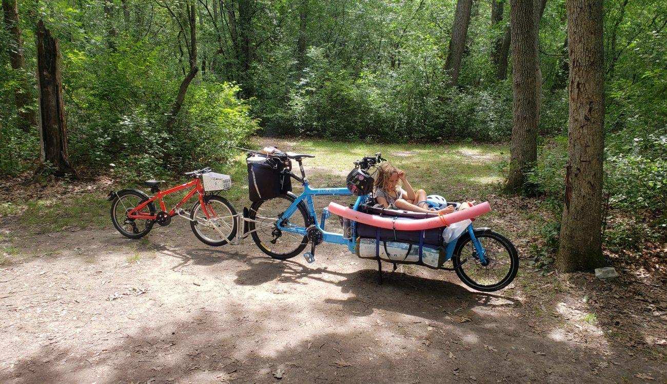 Cargo bike with kids bike on trailer