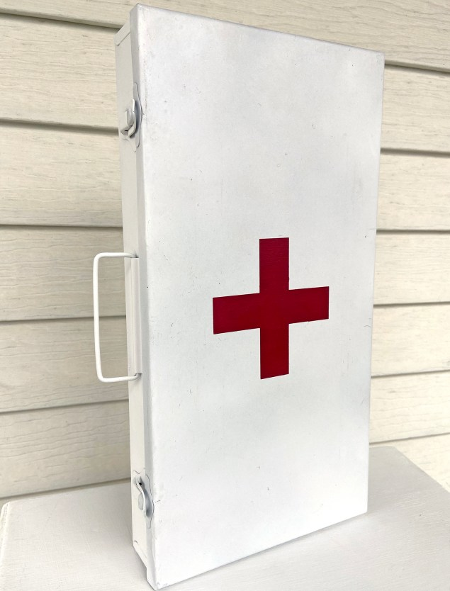 the faux vintage first aid box