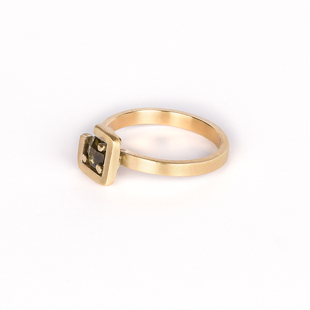 Earth ring brownish green zircon diagonal set in brushed yellow gold side view 1