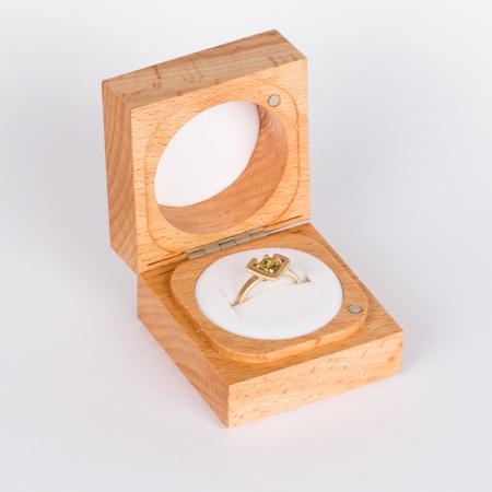 Earth ring greenish yellow zircon diagonal set in brushed yellow gold box