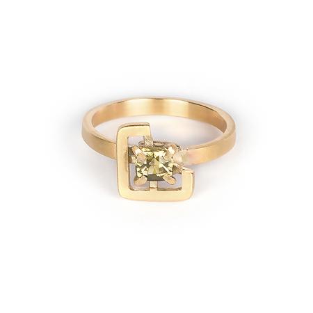 Earth ring yellowish-green zircon in brushed yellow gold