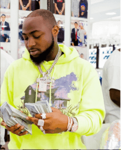 Davido Spends Over 100Million Cash On Necklaces For 30B Gangs In US (Video)