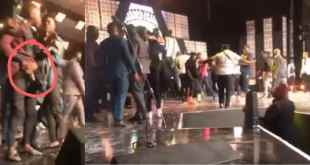 Stonebwoy Angrily Points A Gun At Shatta Wale On Stage (Video)