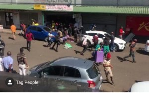#Xenophobia: South Africans Attacks Pakistanis, Loot Their Shops (Video)