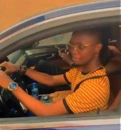 Laycon driving his Benz