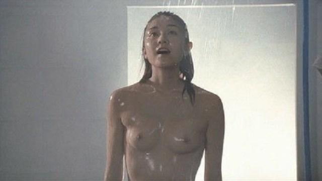 【ふくろう】伊藤歩が脱いだ映画の水浴びヘアヌード画像集【乳首あり】