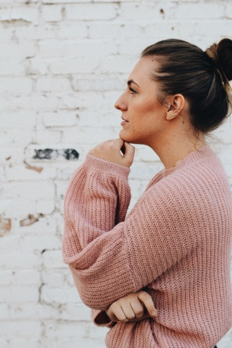 knit pink sweater outfit