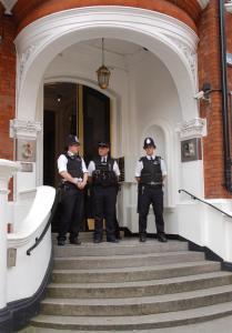 11 cops in entrance