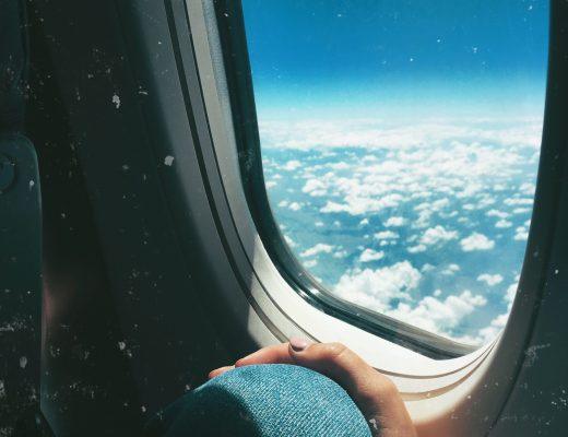 v letadle u okénka