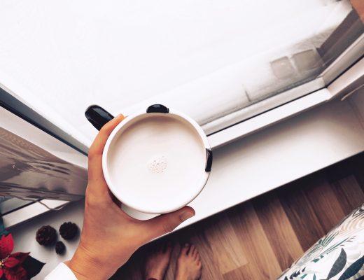 chai latté a první sníh