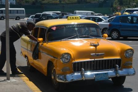 Cuban Taxi (Photo by Manuel Fonseca)